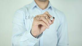 Aprenda de las lecciones, escribiendo en la pantalla transparente metrajes