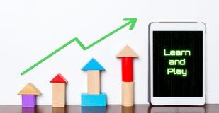 Aprenda e jogue o gráfico de aumentação do bloco do brinquedo educacional Fotografia de Stock