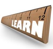 Aprenda la palabra en crecimiento del progreso de la educación de la medida de la regla Foto de archivo libre de regalías