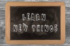 Aprenda las nuevas cosas - pizarra imágenes de archivo libres de regalías