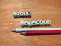 Aprenda los lápices japoneses y coloreados Imágenes de archivo libres de regalías