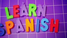 Aprenda o alfabeto da língua espanhola em letras dos ímãs vídeos de arquivo