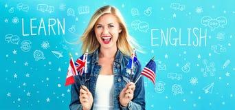 Aprenda o texto inglês com jovem mulher imagem de stock royalty free
