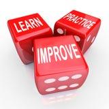 Aprenda que a prática melhora palavras 3 dados vermelhos Fotografia de Stock Royalty Free