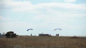 Aprenda volar con el paracaídas metrajes