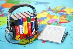 Aprendendo as línguas em linha Conceito de Audiobooks Fotografia de Stock