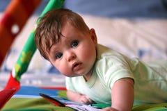 Aprendendo o bebê Fotos de Stock Royalty Free