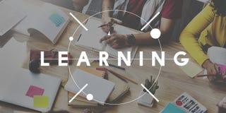 Aprendendo o conceito das ideias do conhecimento da melhoria da educação imagens de stock royalty free
