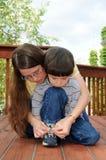 Aprendizagem amarrar sapatas Foto de Stock