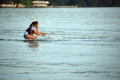 Aprendizagem ao esqui de água fotografia de stock royalty free