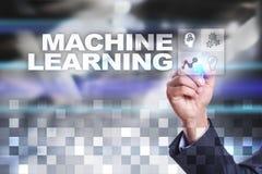 Aprendizagem de máquina Texto e ícones na tela virtual Negócio, conceito da tecnologia imagem de stock