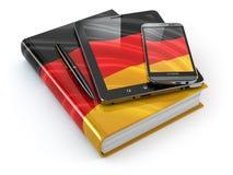 Aprendizaje alemán Dispositivos móviles, smartphone, PC de la tableta y libro Fotografía de archivo
