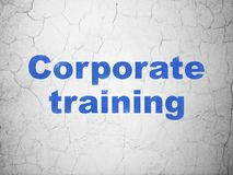 Aprendizaje de concepto: Entrenamiento corporativo en fondo de la pared Fotografía de archivo libre de regalías