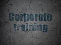 Aprendizaje de concepto: Entrenamiento corporativo en fondo de la pared del grunge Imagen de archivo libre de regalías