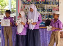Aprendizaje de inglés en una escuela pública musulmán en Tailandia Fotos de archivo libres de regalías