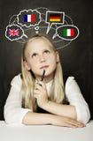 Aprendizaje del alumno de la colegiala inglés, alemán, francés o italiano Fotos de archivo libres de regalías