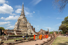Aprendizaje del pasado del budismo Fotos de archivo libres de regalías