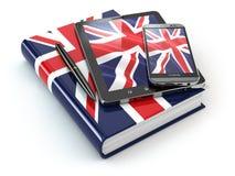 Aprendizaje inglés Dispositivos móviles, smartphone, PC de la tableta y libro Fotos de archivo libres de regalías