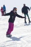 Aprendizaje a la snowboard Foto de archivo libre de regalías