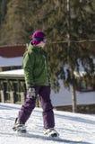 Aprendizaje a la snowboard Fotos de archivo libres de regalías