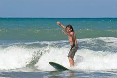 Aprendizaje practicar surf 02 Fotos de archivo libres de regalías