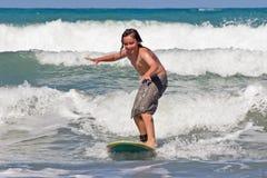 Aprendizaje practicar surf 03 Imagen de archivo