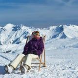 Apres skidar på berg under jul Arkivfoton