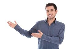 Apresentação de sorriso do homem de negócio isolada sobre o fundo branco. foto de stock royalty free