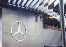 Apresentador de Mercedes-Benz Car da cabine demonstrado imagem de stock royalty free