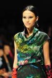 Apresentar modelo projeta de Erdem em Audi Fashion Festival 2011 Foto de Stock Royalty Free