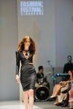 Apresentar modelo projeta de Swarovski com o reino do tema das joias em Audi Fashion Festival 2012 Imagem de Stock
