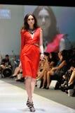 Apresentar modelo projeta de Swarovski com o reino do tema das joias em Audi Fashion Festival 2012 Foto de Stock Royalty Free
