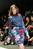 Apresentar modelo projeta por Juma de Toronto em Audi Fashion Festival 2012 Imagens de Stock