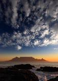 Apresente a montanha com nuvens, Cape Town, África do Sul Imagens de Stock
