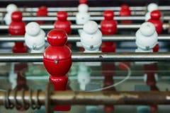 Apresente o jogo de futebol, tabela do futebol com fim acima do pl vermelho e branco Imagem de Stock