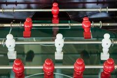 Apresente o jogo de futebol, tabela do futebol com fim acima do pl vermelho e branco Imagens de Stock