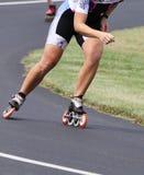 Apresure el extracto en línea patinador de patines y del patinador Foto de archivo libre de regalías
