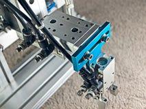 Apretón de la mano del robot imagen de archivo