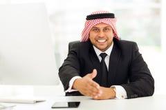 Apretón de manos árabe del hombre de negocios Imágenes de archivo libres de regalías