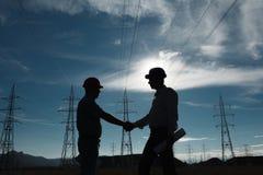 Apretón de manos de la estación de la electricidad Fotografía de archivo