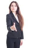 Apretón de manos de ofrecimiento de la mujer de negocios aislado en blanco Imágenes de archivo libres de regalías