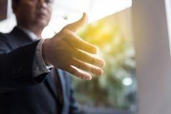 Apretón de manos del hombre de negocios - trabajo en equipo, cooperación, acuerdo, acervo Imagen de archivo libre de regalías