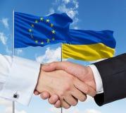 Apretón de manos del ucraniano de la UE Fotos de archivo libres de regalías