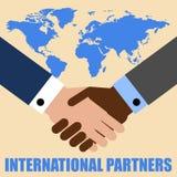 Apretón de manos de dos hombres de negocios en fondo del mapa del mundo Poner letras a socios internacionales Ilustración del vec libre illustration