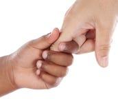Apretón de manos entre un African-American y un Caucasia Foto de archivo libre de regalías