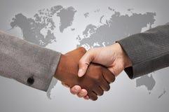 Apretón de manos interracial Foto de archivo libre de regalías