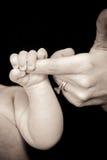 Apretón del bebé Fotos de archivo