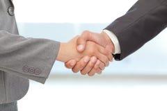 Apretón de manos entre dos hombres de negocios Fotografía de archivo