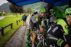 Aprica, Ιταλία 26 maggio 2015  Επαγγελματικοί ποδηλάτες πριν από ένα στάδιο του γύρου της Ιταλίας 2015 Στοκ εικόνες με δικαίωμα ελεύθερης χρήσης