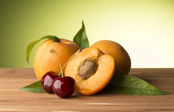 Apricots and cherries Royalty Free Stock Photos